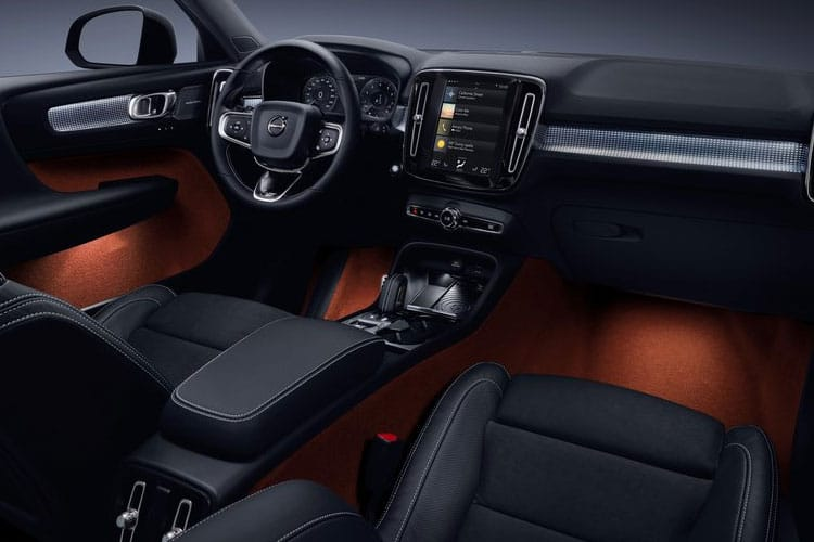 Volvo XC40 SUV 1.5 T3 163PS Momentum 5Dr Manual [Start Stop] inside view